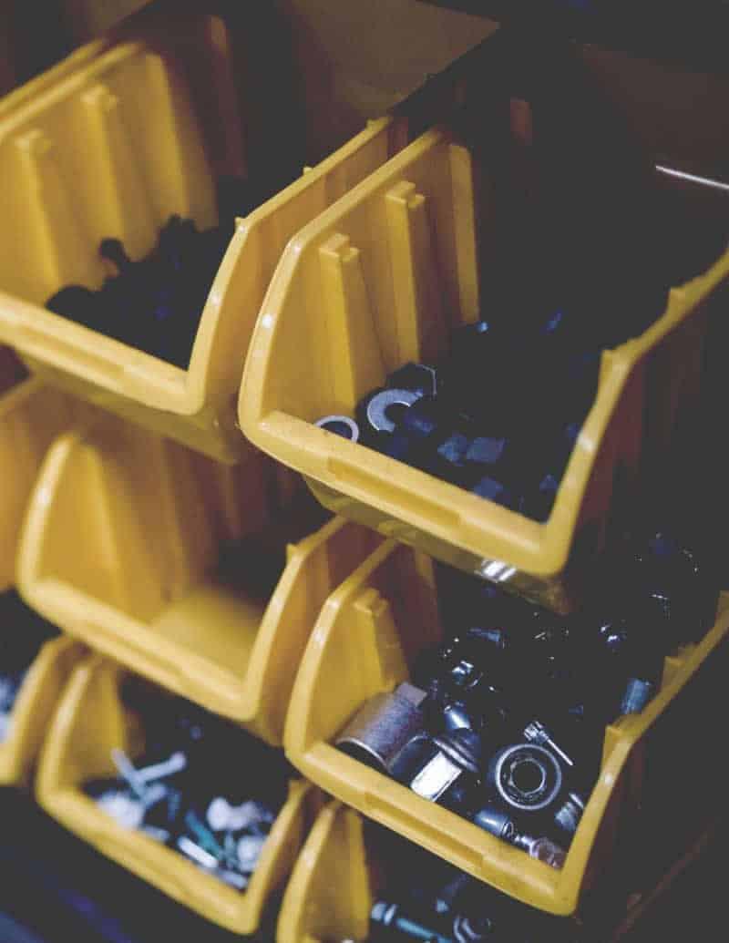 tuercas, rondanas y suministros para taller mecanico