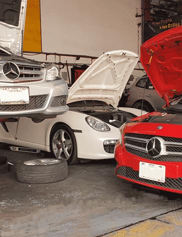 Mercedes Benz en rampa de taller