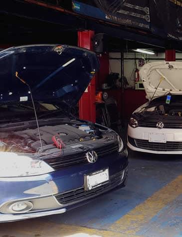 Reparando Volkswagen en taller